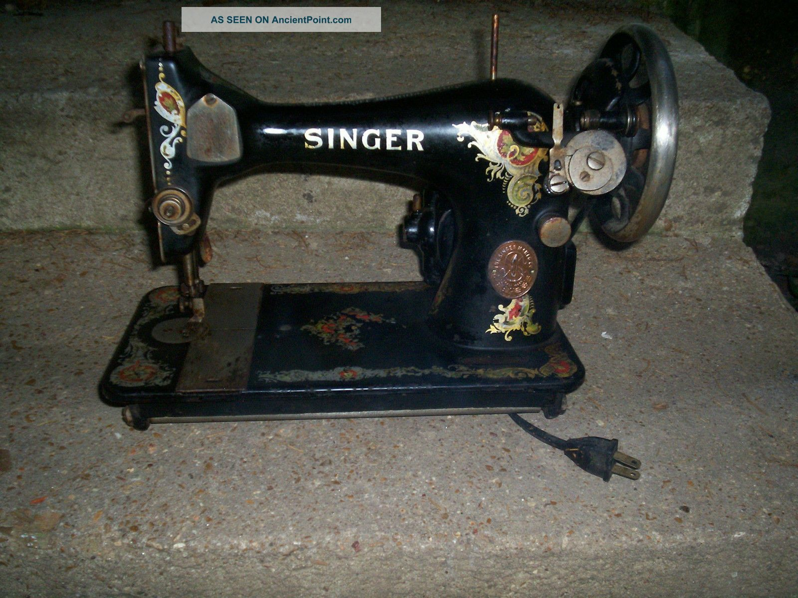 Vintage Or Antq 1919 Singer Sewing Machine / Machine Only Sewing Machines photo