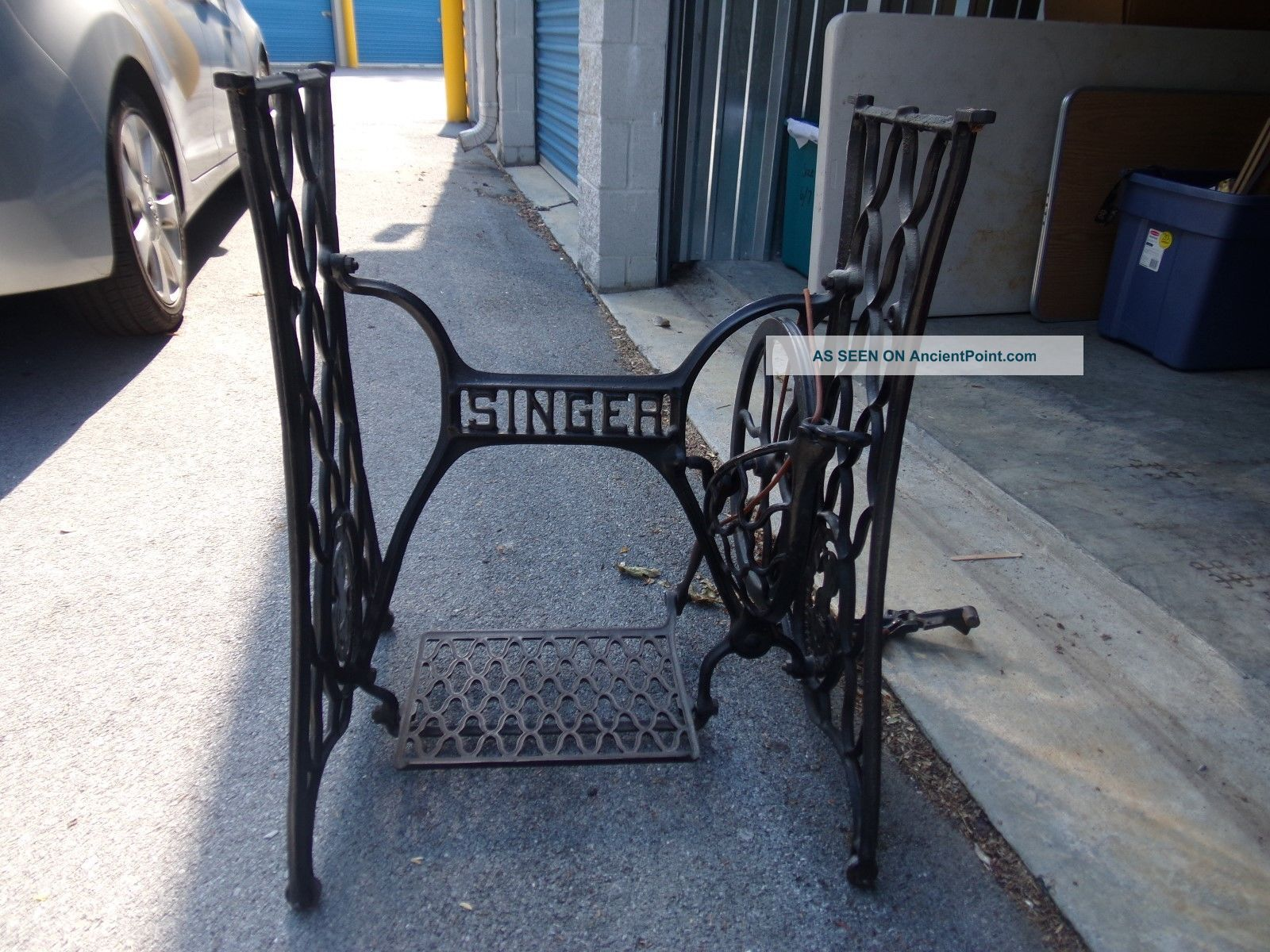 Antique Singer Black Cast Iron Treadle Sewing Machine Pedal Base Stand Furniture photo