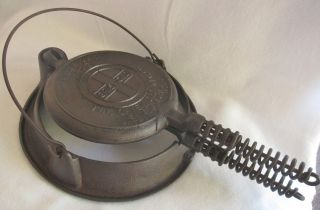 Antique/vintage Griswold Cast Iron Waffle Maker W/low Stand American No.  7 photo