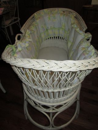 W@w L@@k ' Antique White Wicker Baby Bassinet