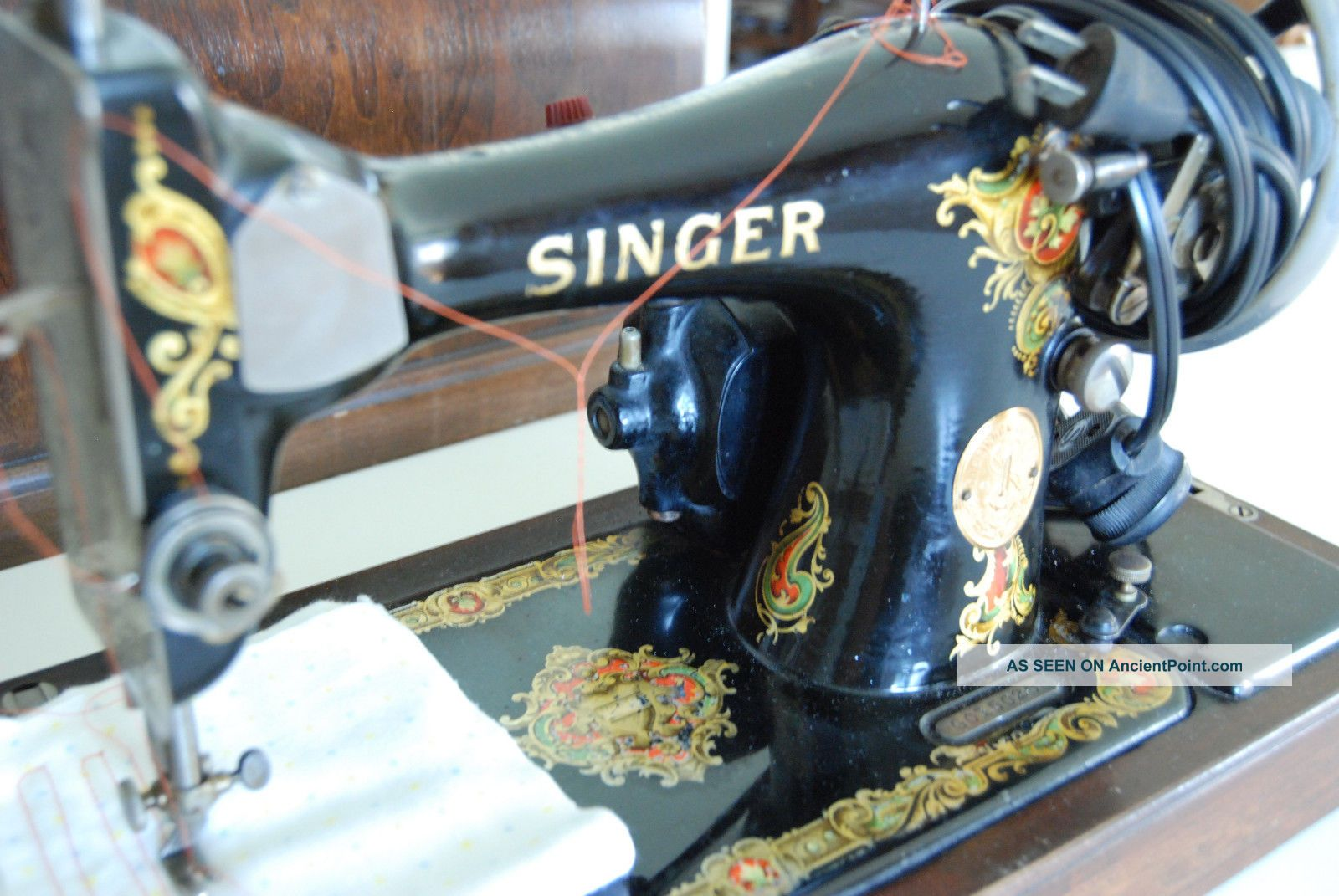 Singer 128 Sewing Machine Bentwood Case July 3,  1923 Includes Key.  Sews Great Sewing Machines photo