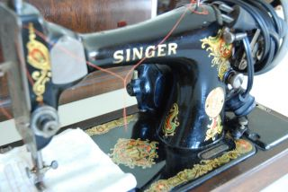 Singer 128 Sewing Machine Bentwood Case July 3,  1923 Includes Key.  Sews Great photo