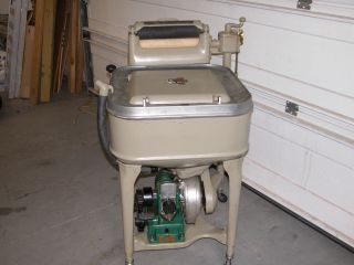 1934 Maytag Gas Engine Wringer Washing Machine Model 31 Square Tub Great photo