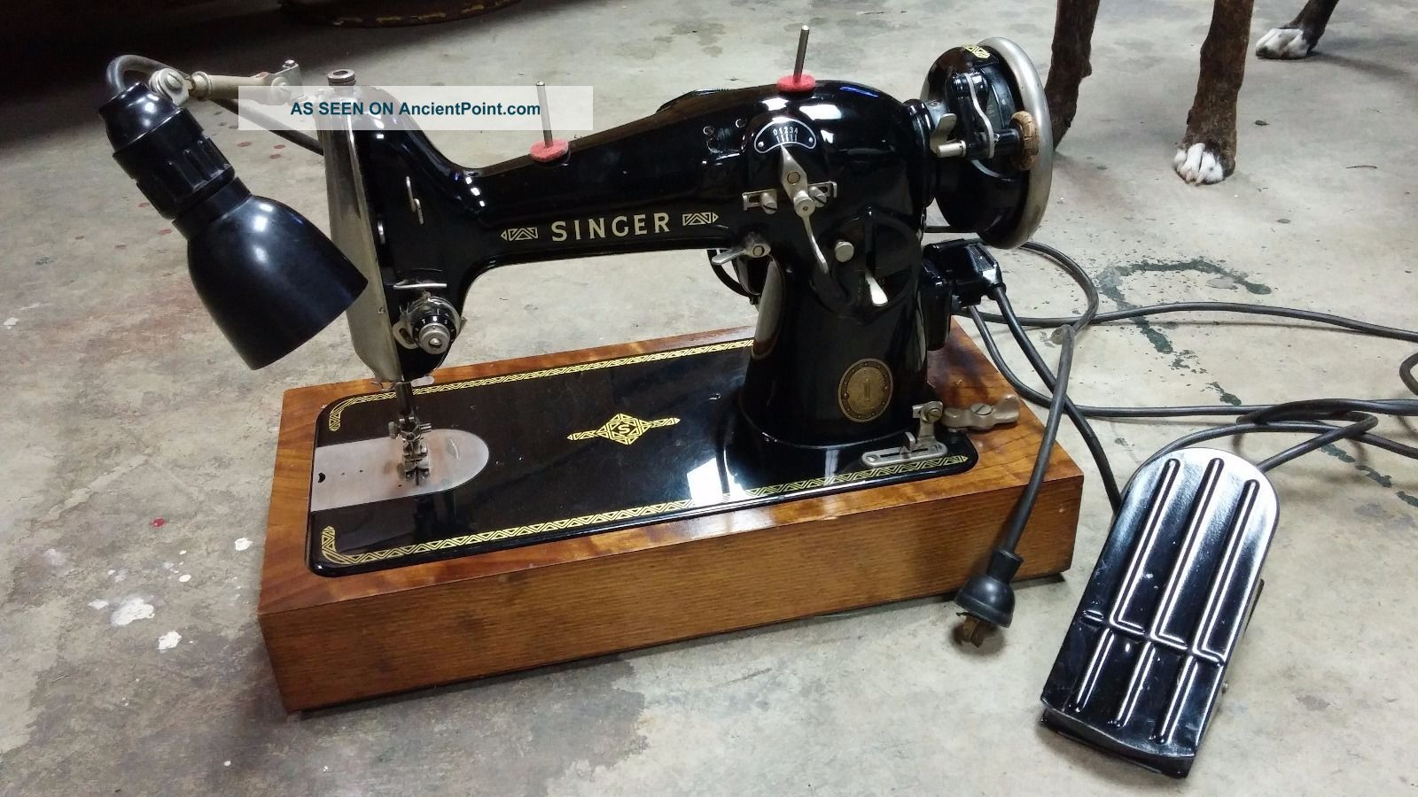 Singer Sewing Machine - - 1920 - - Perfectly Sewing Machines photo