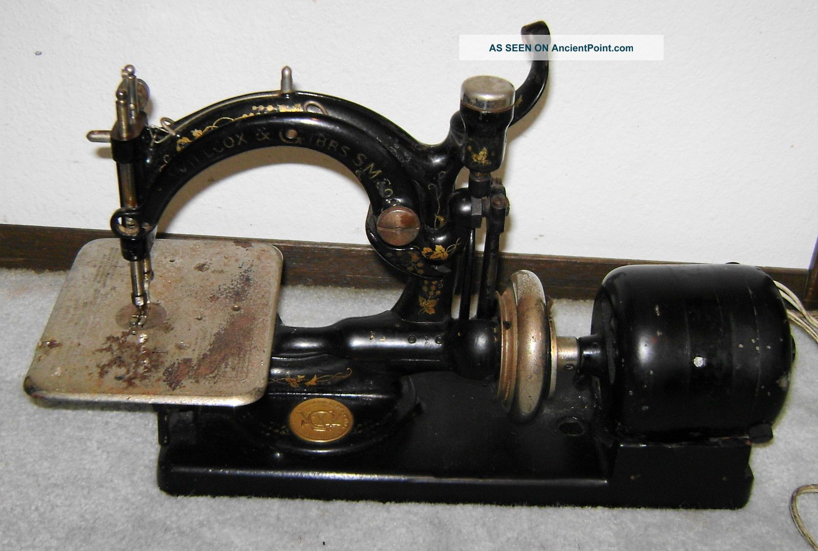 Antique Willcox & Gibbs Sewing Machine - Table Top - Vintage Black Sewing Machines photo