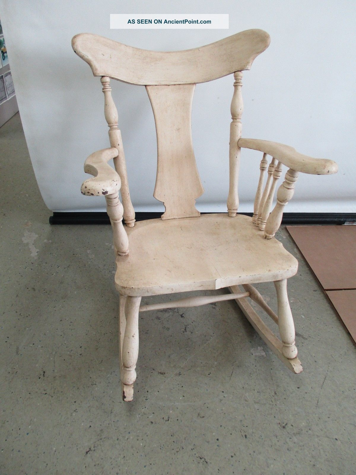 Antique solid wood rocking chair white washed finish rocking chair