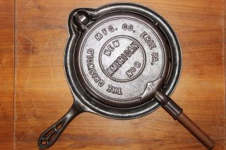 Antique 1901 Griswold American No 8 Waffle Iron P/n ' S 975,  976 & Base 977 photo
