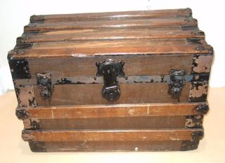 Vtg Wardrobe Steamer Trunk Train Luggage Flat Top Coffee Table Antique Old photo