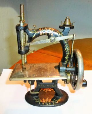 Vintage Foley & Williams Reliable Miniature Toy Hand Sewing Machine - Ex Cond photo