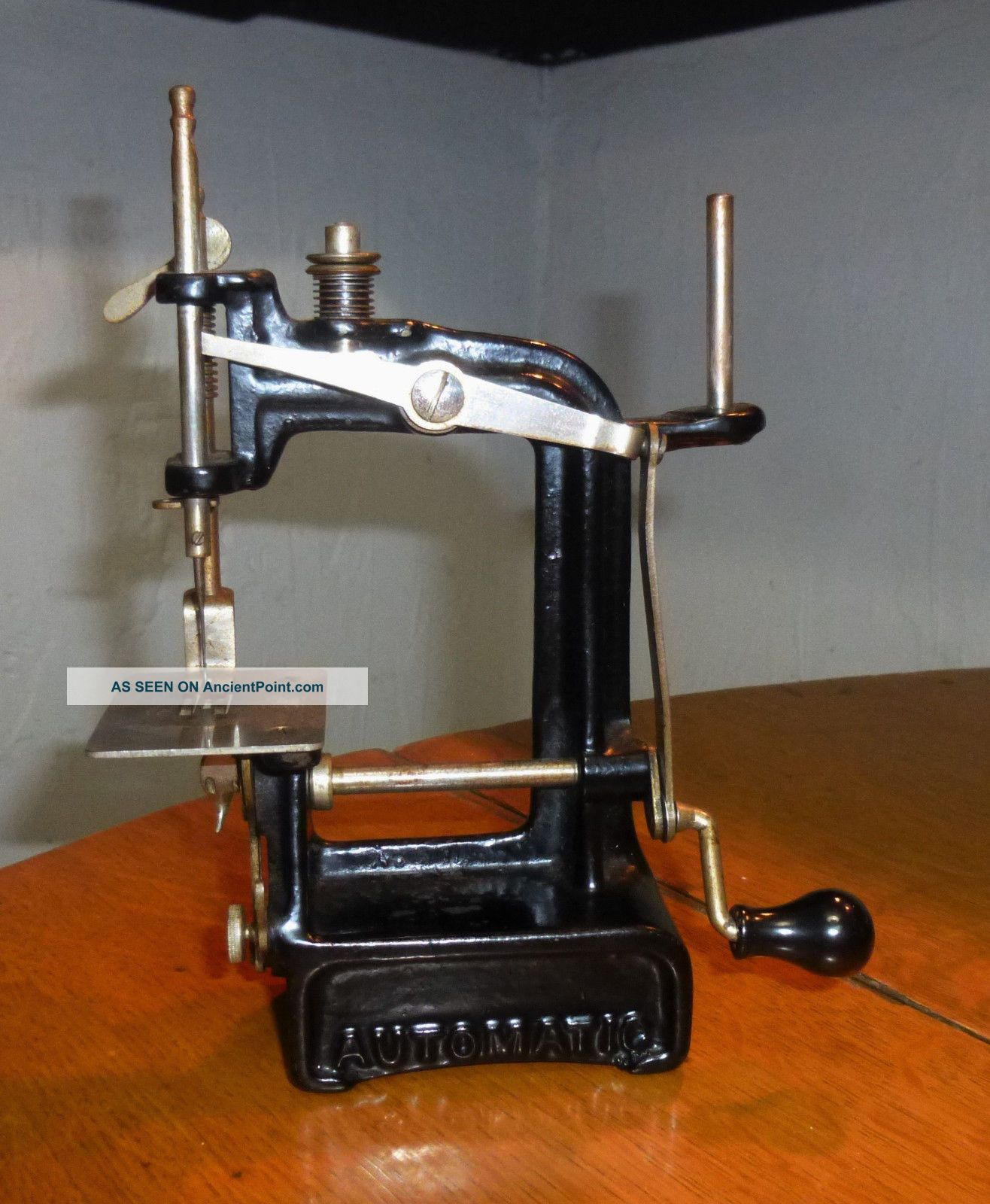 Vintage Smith & Egge Automatic Miniature Toy Cast Iron Hand Sewing Machine - 1897 Sewing Machines photo