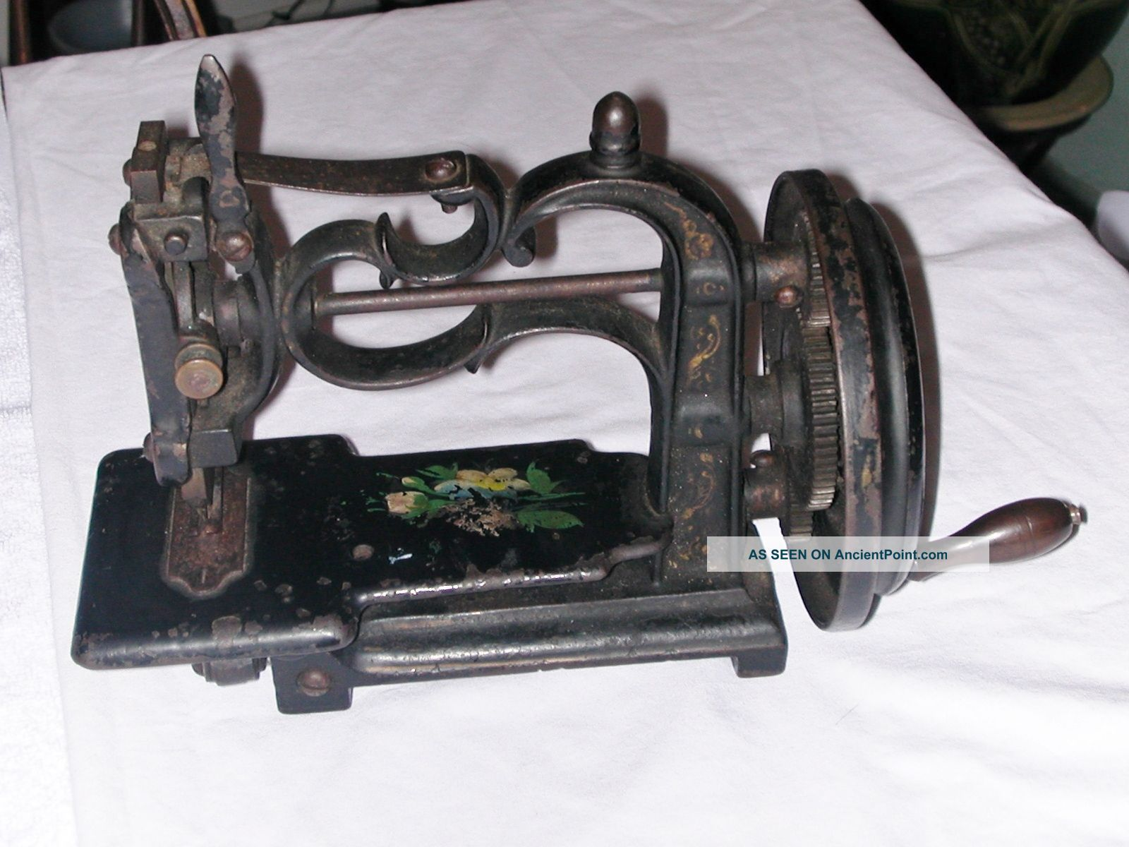 Antique Cast Iron Hand Crank Sewing Machine England Style Sewing Machines photo