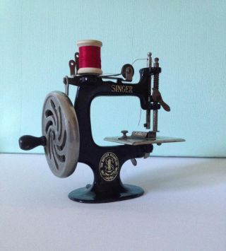 Vintage Singer Model 20 Sewhandy Child ' S Sewing Machine Usa C.  1920 photo