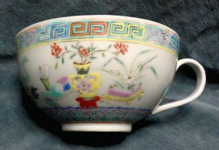 Cina (china) : Old Chinese Porcelain Cup With Handle photo