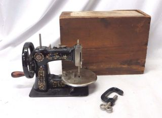 Antique 1920s Stitchwell Small Child ' S Toy Sewing Machine W/ Clamp & Box photo