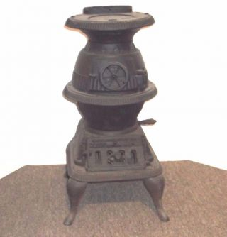 22 Inch Globe Excelsior Stove Co.  Quincy Ill.  Cast Iron Pot Belly Wood Stove photo