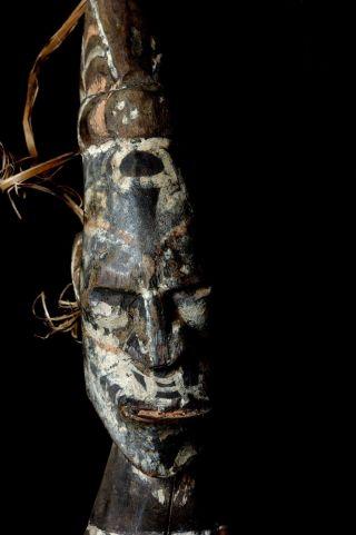 Food Hook Protective Figure - Lower Sepik River - Papua photo