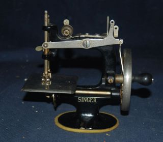 Vintage 1920 ' S Child ' S Singer Model 20 Sewing Machine - Hand Crank photo