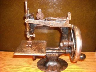Singer Miniature Sewing Machine Hand Crank Antique photo