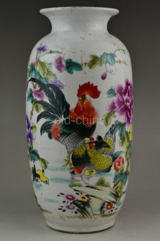 China Vintage Jingdezhen Diplomacy Porcelain Colored Drawing Vase photo