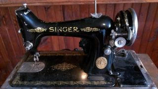 Vintage 1922 Singer Sewing Machine Y715764 Model 99k Portable W/bendwood Case photo