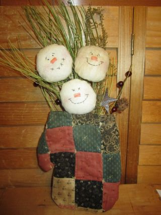 Primitive Vintage Quilted Mitten With Snowmen - Black/blue/barn Red photo