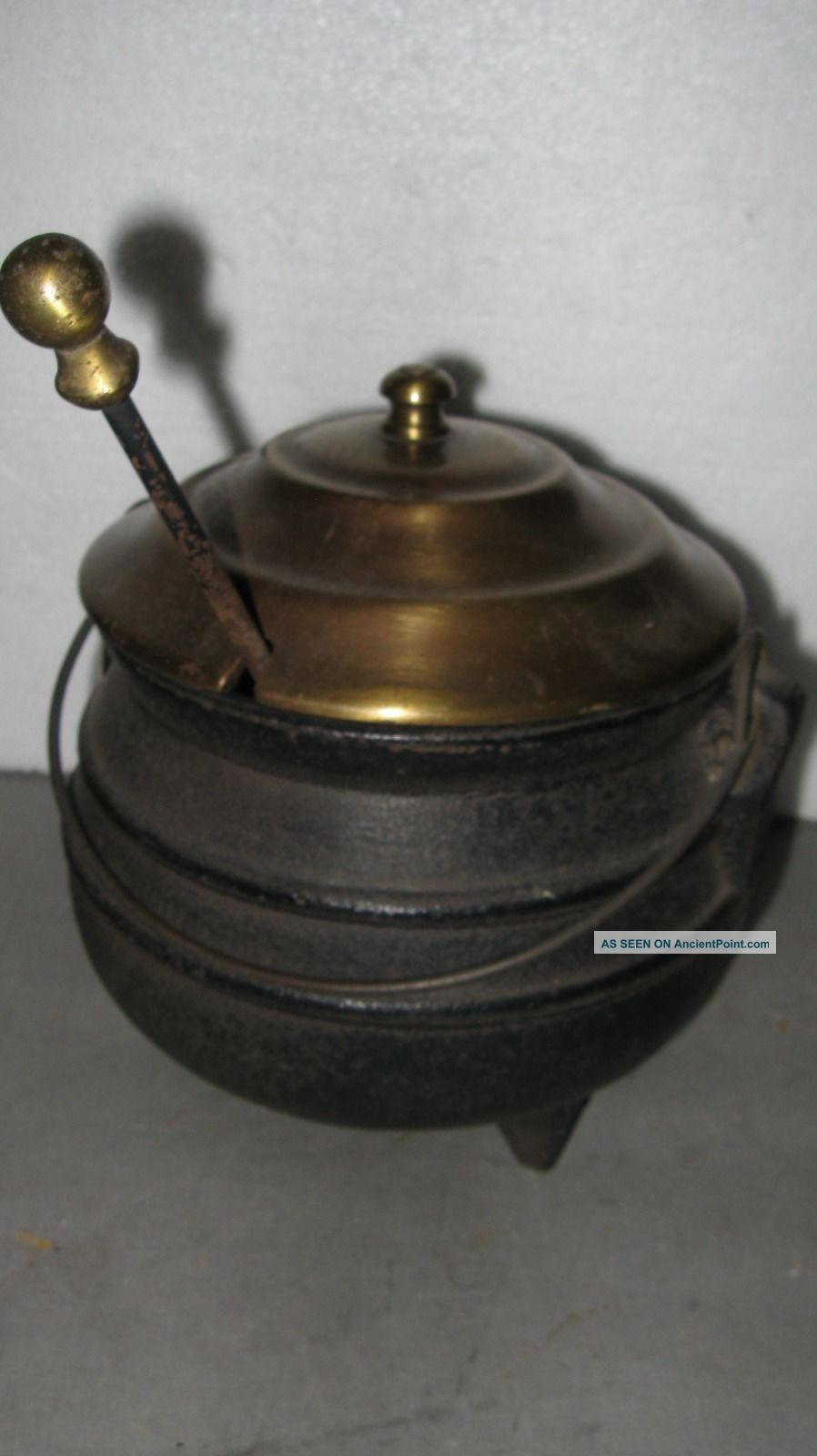 Vintage Cast Iron Pot Brass Lid Stone Fireplace Starter Cauldron Hearth Ware photo