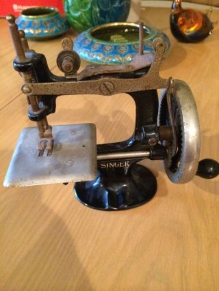 Vintage Singer Toy Sewing Machine Model 20 Cast Iron Black Enamel Hand Crank photo