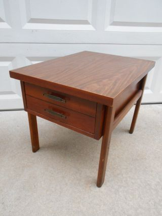 Vintage Lane Mid Century Modern Solid Wood End Table W/dovetail Drawer 114402 photo