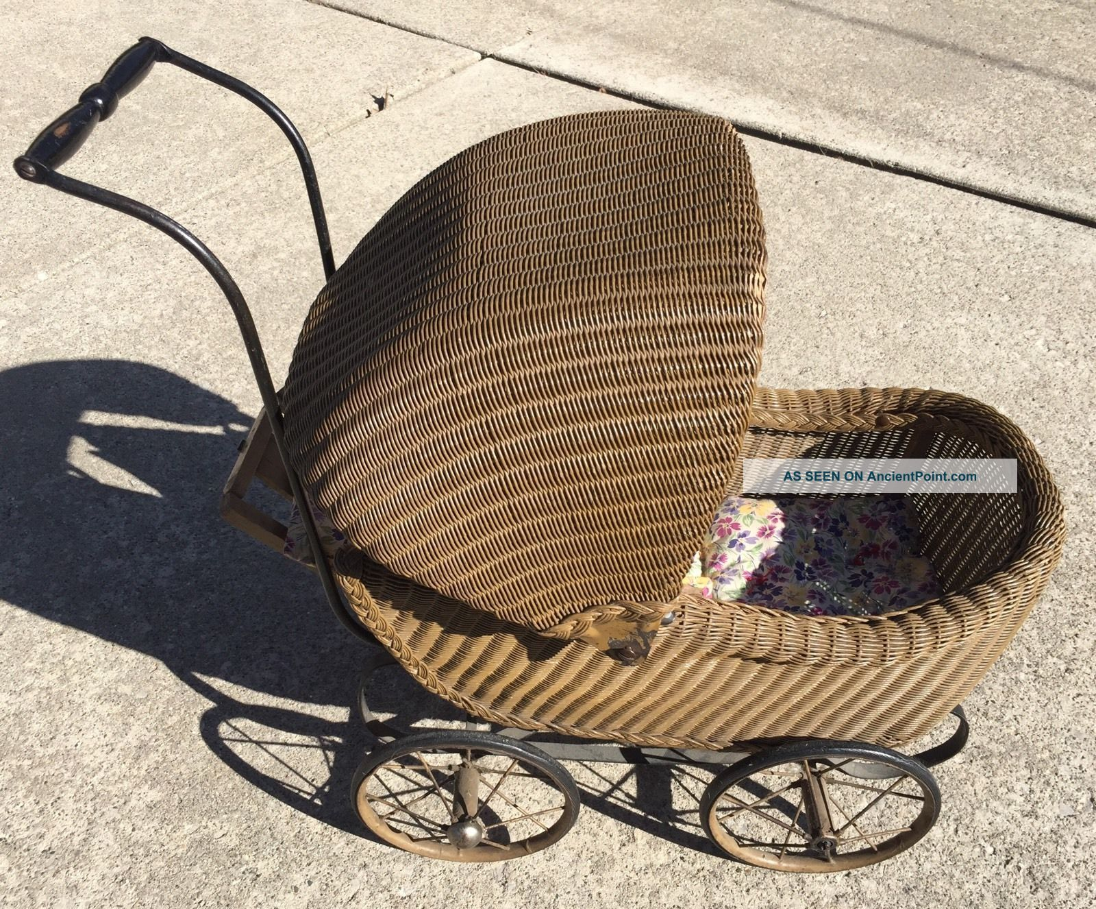 Vintage Wicker Baby Doll Carriage Buggy Great Store Display Or Movie Tv Prop Baby Carriages & Buggies photo