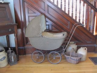 Antique Wood & Wicker Baby Buggy Doll Carriage Kumfy - Kab Co La Porte,  In photo