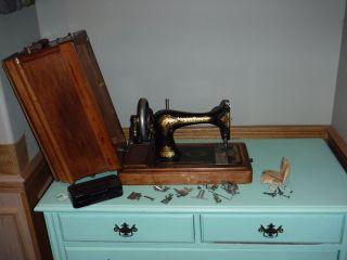 Antique 1902 Singer Hand Crank Sewing Machine photo