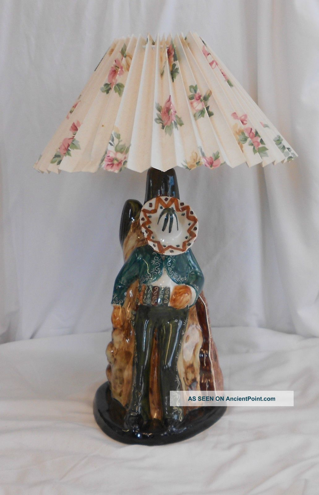 Stunning Vintage Collectable Rare Unusual Mexican Gaucho Ceramic Table Lamp 20th Century photo