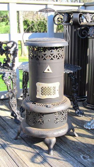 Vintage Antique Steampunk Perfection 525 Oil Kerosene Lamp Cabin Stove Heater photo