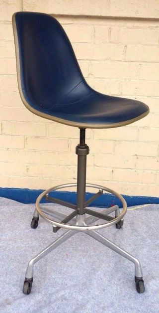 Swiveling Task Chair By Charles And Ray Eames Herman Miller photo