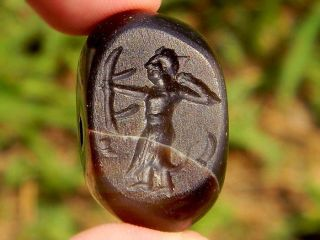 Ancient Agate Archer Arrowman Inatglio With Full Medieval Armor Unifrom Bead photo
