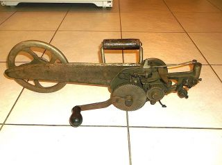 Antique Cast Iron Hand Crank Singer Carpet Sewing Machine 35 - 2 photo