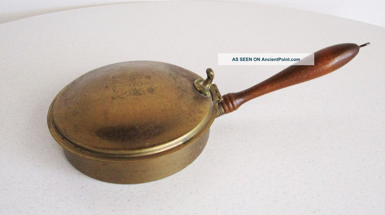Vintage Bed Warmer Fireplace Accessory Brass Wood Handle Lion Accent Coronet Hearth Ware photo