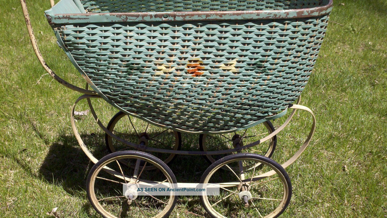 Antique Green Wicker Baby Buggy Carriage Stroller Great Photo Prop Or Display Baby Carriages & Buggies photo
