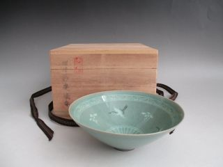 Korean Pottery Celadon Tea Bowl W/signed Box/ Inlay Design/ 3145 photo
