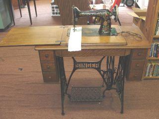 1910 Singer 66 Red Eye Sewing Machine & Treadle Base 7 Drawer Oak G0599025 photo