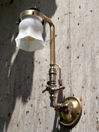 Antique Veritas Wall Light Gas Lamp - Mantle - Airstream - photo