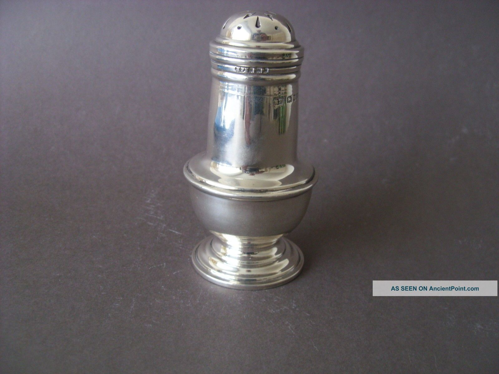 A Good Qualitysolid Silver Muffineer Assayed London 1919 Salt & Pepper Shakers photo