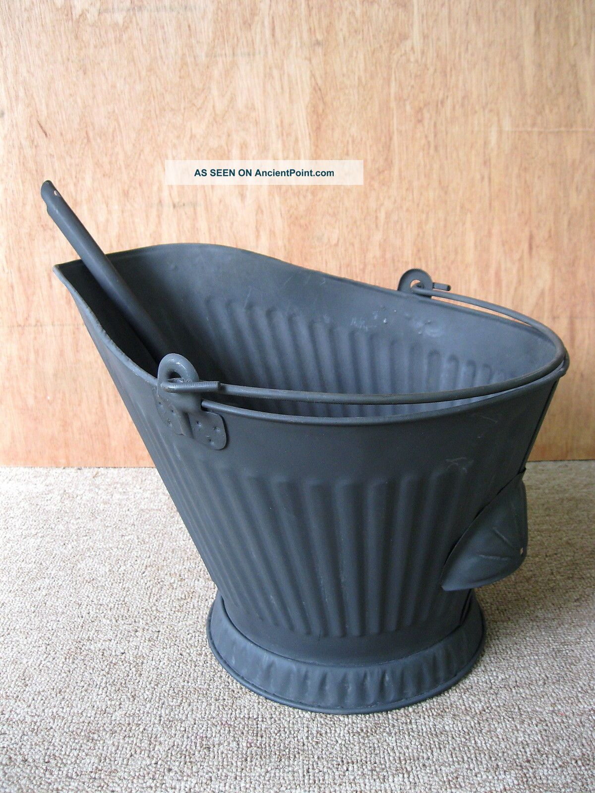 Antique Coal Scuttle Hod Bucket Primitive 17 Metal Ash Shovel Bail Handle Hearth Ware photo