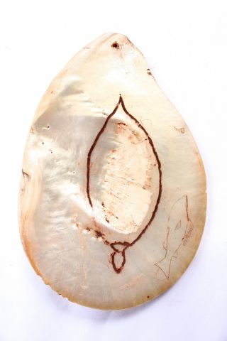 Unusual Aboriginal Engraved Pearl Shell Pendant - Riji Jakoli photo