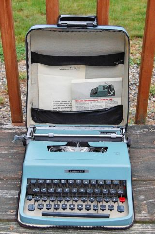 Olivetti Underwood Lettera 32 Vintage Typewriter Made In Italy photo