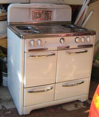 Vintage Wedgewood White Porcelain Enamel 4 Burner Gas Stove. photo