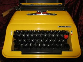 Rare Yellow Manuel Typewriter Privileg 350 T - Designed By Olivetti For Quelle photo
