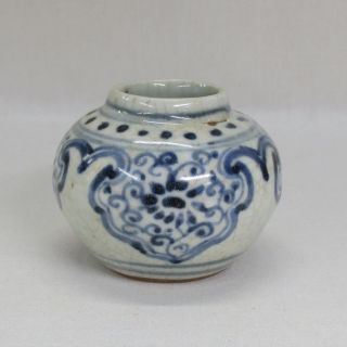 H904: Chinese Small Vase Of Blue - And - White Porcelain With Appropriate Tone photo