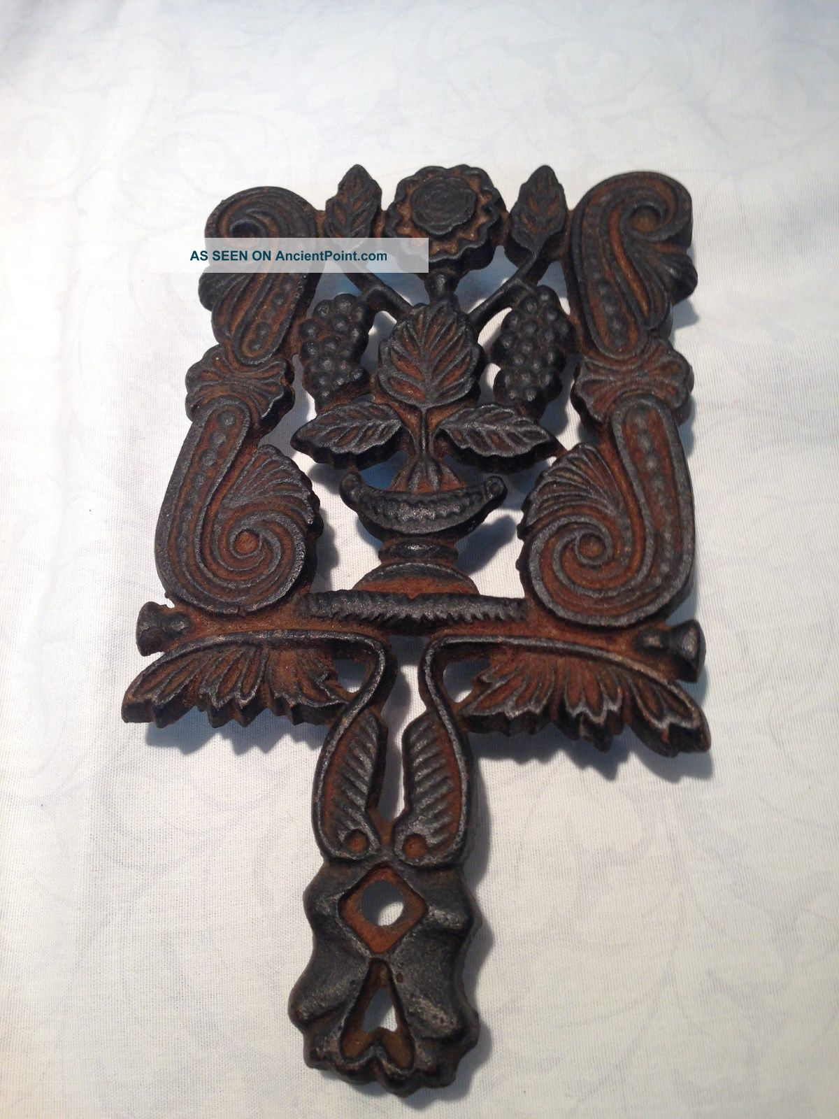 Cast Iron Footed Trivet With Grapes And Leaf Design Trivets photo