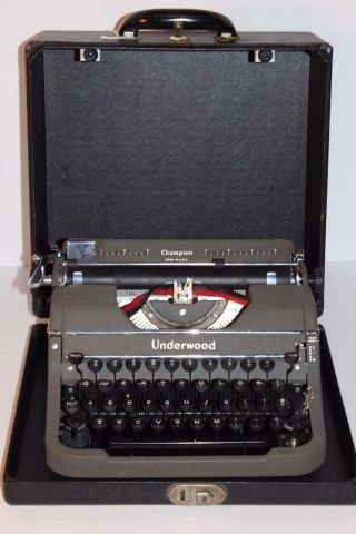 Vintage Underwood Champion Typewriter In Carry Case Good Condtn photo
